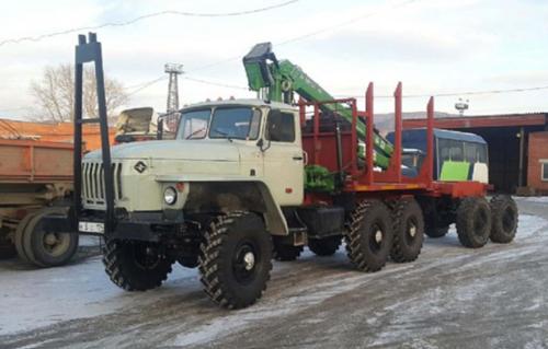 Лесовоз Урал с манипулятором