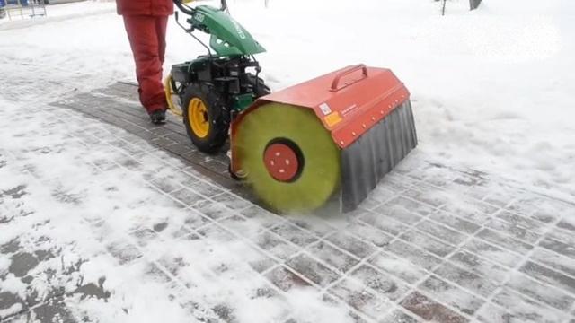 Насадка для уборки снега на мотоблок