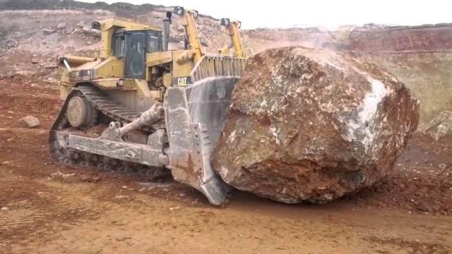 Самые большие и мощные бульдозеры в мире
